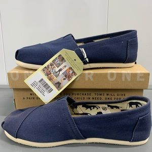 TOMS classic Navy canvas slip on NWT